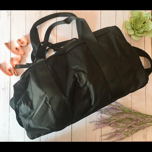 237e7e34c3f9 lululemon athletica Handbags - Lululemon fast track black duffle bag